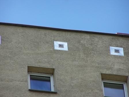 Kratki wentylacyjne w okapie dachu